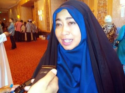 Emilia Renita - Istri Jalaluddin Rakhmat
