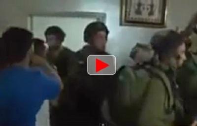 video 14 tentara Israel sembunyi di kamar karena ketakutan